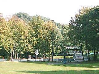 Liegewiese im Freibad Aschberg. © GeorgHH